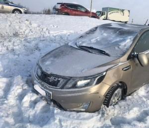 В Волжском районе машина перевернулась в кювет, пострадал человек