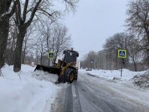 Из-заобильных снегопадов значительная часть средств, предусмотренных муниципальным контрактом на вывоз снегав 1 квартале, уже практически израсходована.