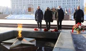Руководитель фракции «Единой России» Сергей Неверов призвал в День защитника Отечества отдать дань уважения поколению победителей.