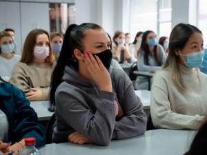 Лекции проводились в онлайн- и офлайн-форматах в рамках федеральной кампании Сбера, приуроченной ко Дню студента.