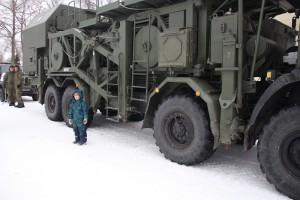 Каждый второй мужчина считает 23 февраля профессиональным праздником всех военных