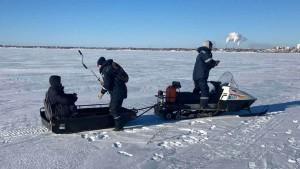 Тольяттинские спасатели сняли со льдины пьяного рыбака
