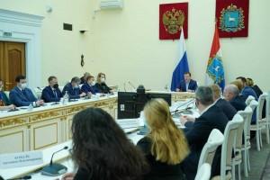 Дмитрий Азаровпровел большую встречу по ВКС с председателями советов МКД, товариществ собственников жилья, жилищно-строительных кооперативов.