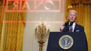 В то же время американский президент подчеркнул, что не хочет возвращать мир к ситуации, похожей на холодную войну.