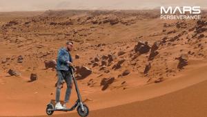 Просто выбираете необходимую заготовку, например, Марс, марсоход, командный центр или ракета Atlas, и загружаете собственный снимок.