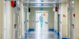 Из госпиталя выписали выздоровевших пациентов, а тех, кто продолжил лечение, перевели в COVID-госпиталь №1.
