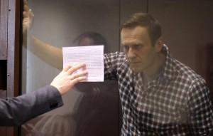Это чуть меньше, чем просила прокуратура - обвинение настаивало на штрафе в 950 тысяч рублей.