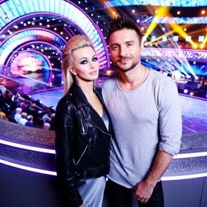 Финальный танец позволил Лазареву вырваться вперед по оценкам жюри, а зрительское голосование утвердило на певца на пьедестале.