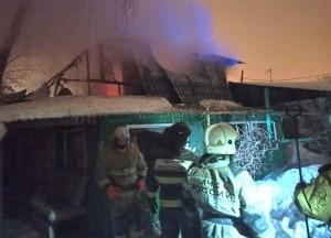 Ночью в Самаре тушили крупный пожар, найдены двое погибших