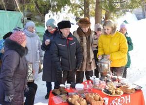 Волонтеры Волжского района устроили праздник во дворе фронтовика