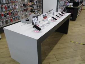 В Тольятти вор похитил два сотовых телефона на 110 тысяч рублей с прилавка магазина