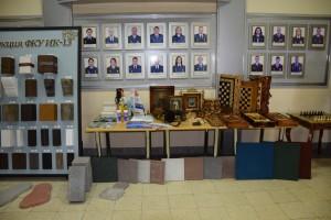 Здесь демонстрировались строительные материалы, чистящие и моющие средства, сувенирная продукция, товары народного потребления.