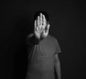 Депрессия требует серьезного лечения, к специалисту лучше обратиться при появлении первых признаков этого психологического недуга.