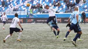 Единственный мяч в игрезабил Роман Ежов.