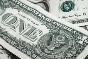 Устойчивые колебания курсов чаще всего обусловлены либо обесценением валют из-за фундаментальных факторов, либо изменением стоимости доллара.