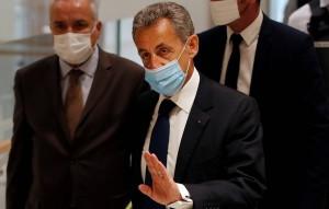Суд Парижа признал Саркози виновным в коррупции и торговле влиянием.
