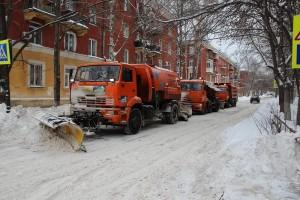 За минувшие сутки при уборке снега в Самаре было задействовано 591 единица техники, 444 уборщика общественных территорий, а также 2068 дворников.