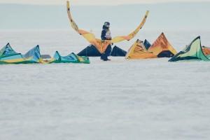 В последнюю неделю февраля замерзшая акватория Волги стала местом ледовых баталий 135 сильнейших спортсменов-сноукайтеров.