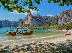 """Как минимум, одним из условий прибытия гостей станет обязательное использование мобильного приложения """"Thailand Plus""""."""