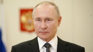 Российский лидер пожелал политику здоровья и отметил, что Горбачев по праву принадлежит к числу ярких, неординарных личностей и выдающихся государственных деятелей современности.