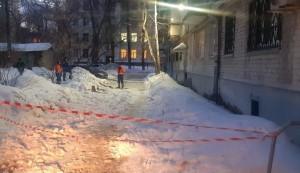 Глыба льда упала на ребенка с крыши в Самаре