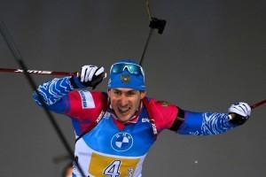 На решающем этапе житель села Камышла Самарской области Эдуард Латыпов выиграл борьбу за серебро у норвежца Йоханнеса Бё.