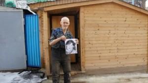 90-летний дедушка живет в самарском гараже 20 лет, опасаясь родни