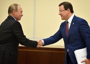 Дмитрий Азаров сообщил тогда Владимиру Путину о том, что в Самаре нет объектов, которые позволяют одновременно вместить больше 2,5 тысячи человек.