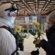 Спецназовцы с цветами поздравили самарчанок с 8 марта