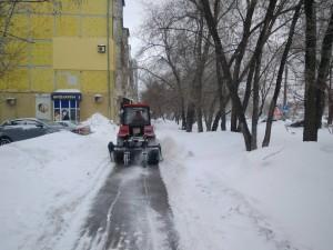 Коммунальным службам поручено максимально тщательно чистить автодороги и тротуары на всю ширину.