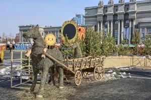 На территории «Деревеньки» появился скотный двор с арт-объектами из сена.