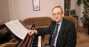 """Виктор Лебедев, автор музыки к нескольким десяткам кинофильмов, в том числе к картинам """"Гардемарины, вперед!"""", """"Небесные ласточки"""", """"Будьте моим мужем""""."""