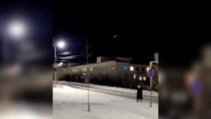 Внебе над посёлком Усть-Нера в Якутии сегодня был замечен неопознанный летающий объект.