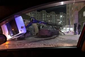 ЧП в Южном городе Самары: эвакуатор упал на Hyundai