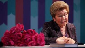 Президент отметил, что глубокого уважения заслуживает востребованная благотворительная и общественная деятельность Наины Иосифовны.