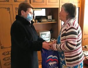 Депутат-волонтер из Единой России навестила своих подопечных в День добрых дел