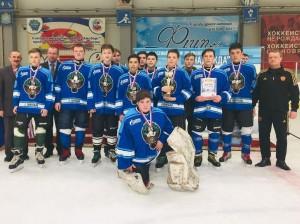 В турнире играют команды, не ставшие победителями регионального этапа всероссийских соревнований юных хоккеистов «Золотая шайба» в 2021 году.