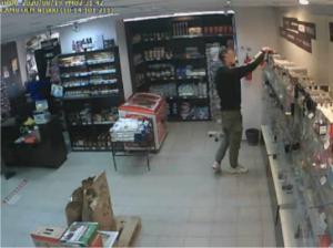 Стажер-кладовшик украл парфюм из магазина в Самаре