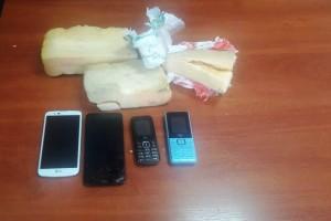 Злоумышленник пытался перебросить четыре сотовых телефона на территорию ИК.