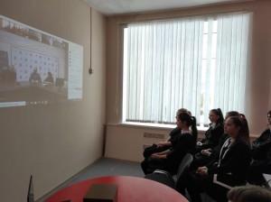 Урок состоит из видеороликов с объяснениями и интерактивных тренажеров для закрепления знаний.