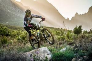 В современном мире пользуются огромной популярностью горные велосипеды. Они идеально подходят для езды по грунтовым дорогам, а также в условиях бездорожья.