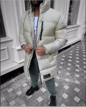 Илан Четрите, художественный руководитель Sandro Man и сын основателей парижского бренда, обладает творческим талантом, который привел к быстрому росту Sandro Homme с момента его запуска Иланом в 2008 году.
