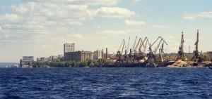 Преимуществами считаются близкое нахождение грузосортировочной железнодорожной станции Правая Волга, а также федеральной трассы М-5.