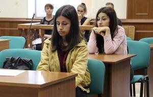 Девушек ознакомили с постановлением о возбуждении уголовного дела.