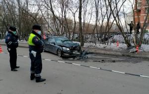 После аварии мужчина бросил автомобиль, а сам скрылся. Обе женщины умерли в больнице от полученных травм.