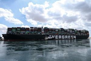 422 суднаожидаютпрохода через Суэцкий канал.