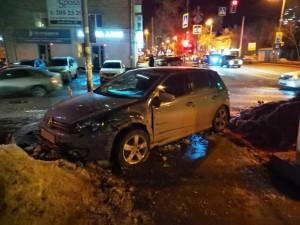 В Самаре столкнулись две легковушки, но пострадал пешеход