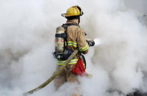 Для тушения пожара привлекаются 85 человек, 27 единиц техники.