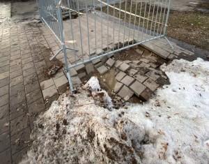 В Струковском саду в Самаре просела плитка на дорожках