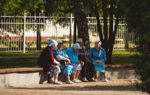 Идать возможность россиянам выходить на пенсию только по трудовому стажу.